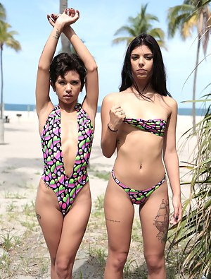Nude Latina Teen Porn Pictures