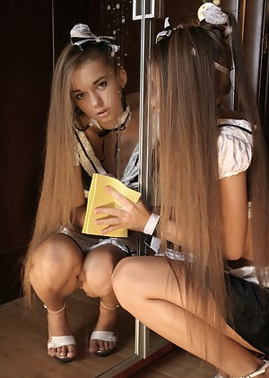 Nude Teen Maid Porn Pictures