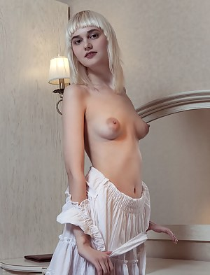 Nude Teen Undressing Porn Pictures