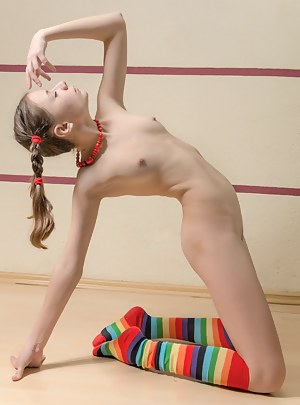 Nude Teen Pigtails Porn Pictures