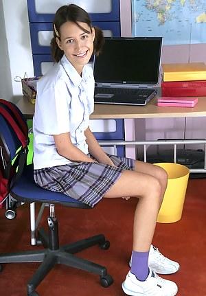 Nude Teen Schoolgirl Porn Pictures